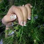 Manichiura cu gel cu floricele Salon Helen Timisoara